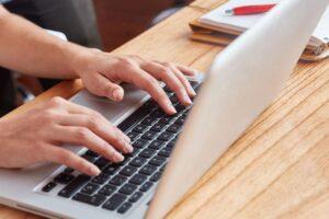 Esmiclase.es: Comparativa entre la formación online para oposiciones y presencial
