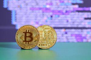 AU 1064. Bitcoins Vs Oro ¿En cuál invertir?
